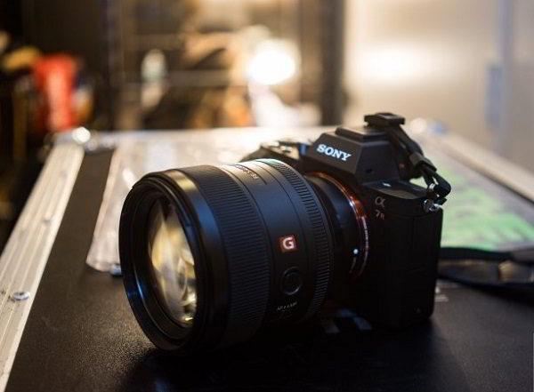 cho thuê lens sony 85 F1.8